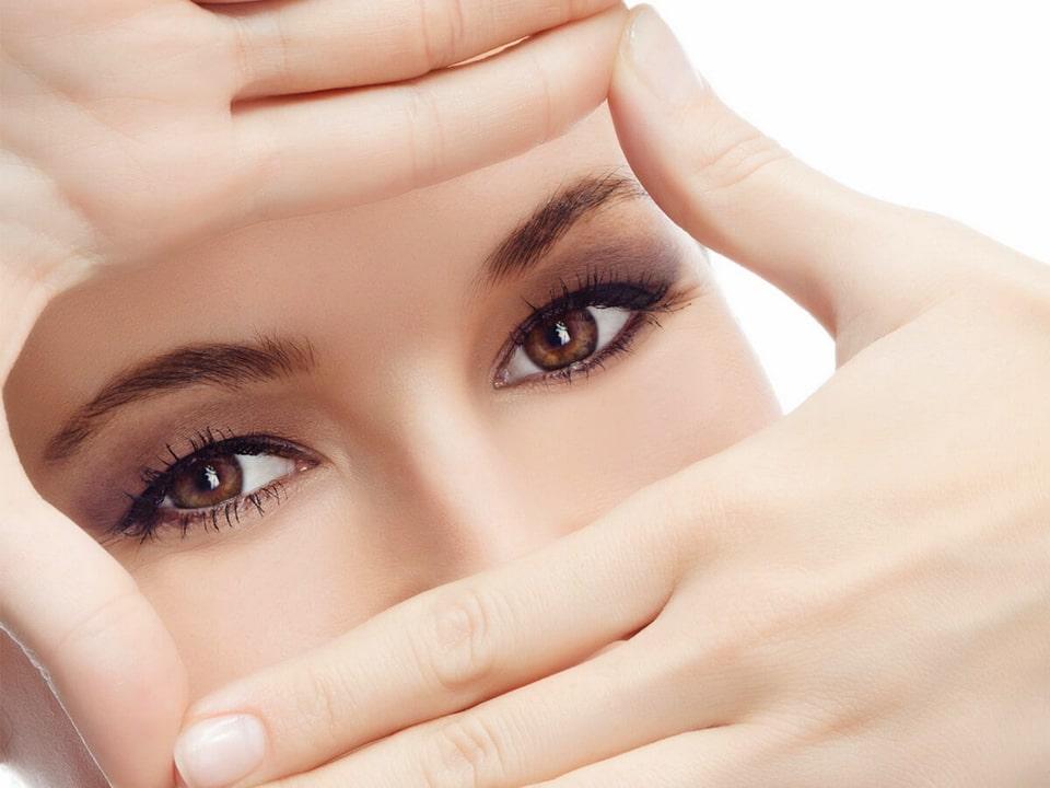 Laminating lashes during menstruation