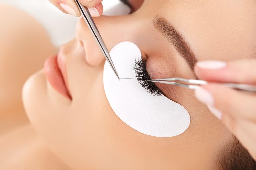At what age eyelash lamination can be done?