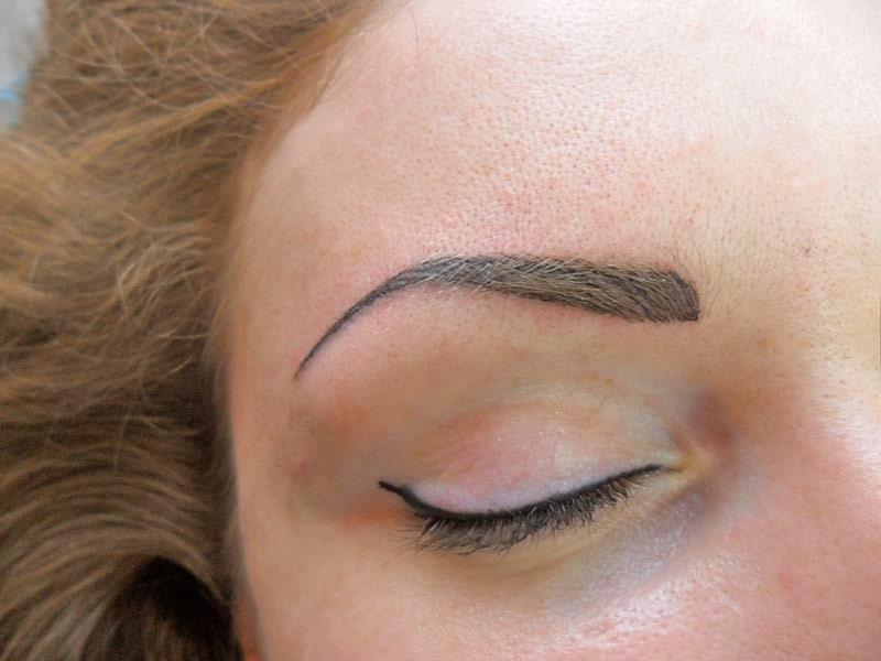 Eyebrow permanent make-up correction