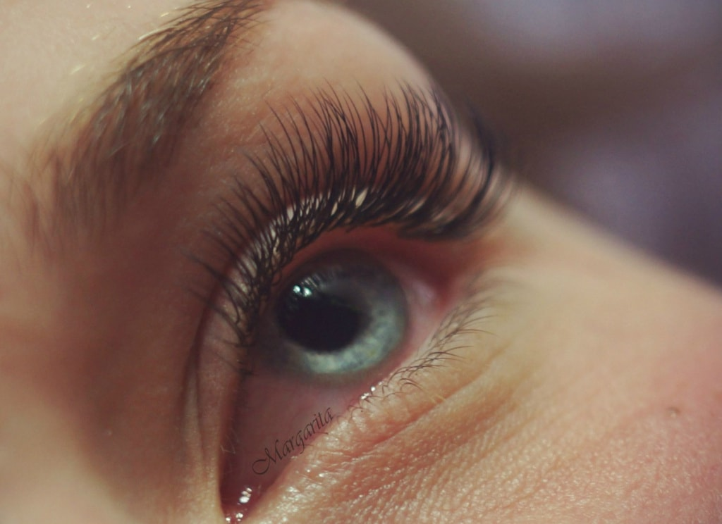 Is it harmful to do eyelash extensions?