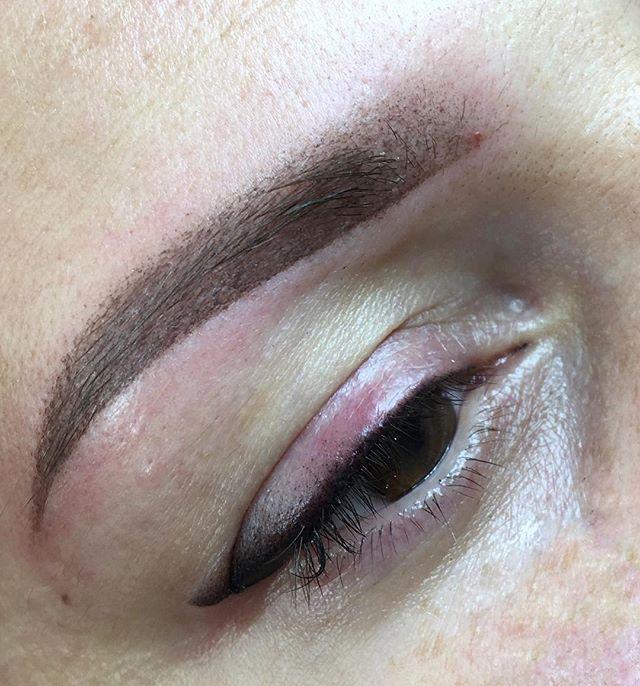 Upper eyelid permanent make up with shading